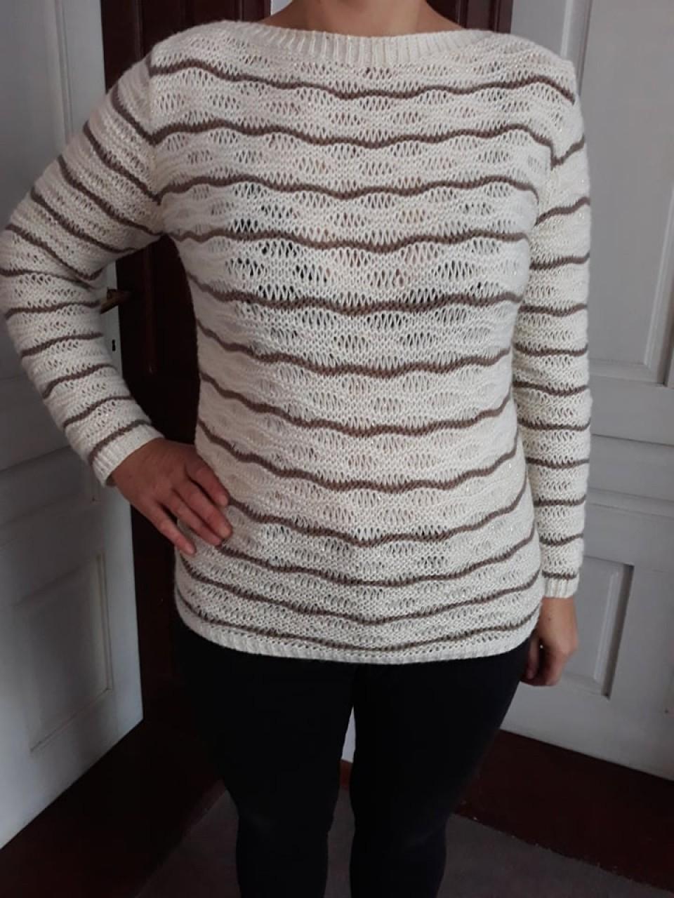 b62a6a95caf Дамски зимен бежов топъл плетен пуловер с панделка отзад. гр. София